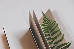 Papiernictvo - Kožený zápisník A6 BOTANIC (reálna papraď) - 9563480_