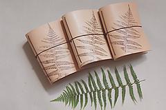 Papiernictvo - Kožený zápisník A6 BOTANIC (reálna papraď) - 9563491_