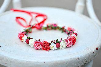 Ozdoby do vlasov - Nežný venček z drobných ružičiek s jahodami - 9559934_