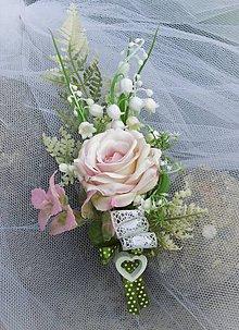Dekorácie - svadobné pierko pre ženícha: ruža s konvalinkami - 9564552_