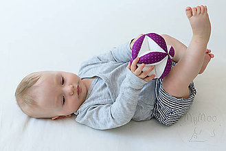 Hračky - Montessori úchopová loptička s rolničkou - fuchsiova/bodky - 9564161_