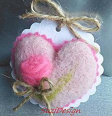 Drobnosti - romantic plstené srdce s ružičkou / 30 variantov - 9567512_
