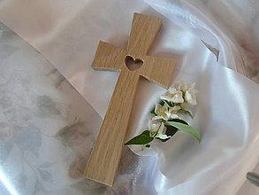 Dekorácie - Krížik so srdiečkom 1 - 9565498_