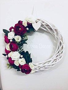 Dekorácie - Kvetinový veniec bordový - 9567070_