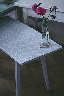 Nábytok - Nežný retro stolík - 9565287_
