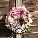 Dekorácie - Veniec na dvere s ružami - 9567809_