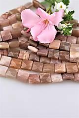 slnečný kameň korálky 14x14mm - štvorčeky