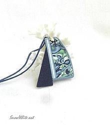 Náhrdelníky - Prívesok Abstrakcia s trojuholníkom - 9572230_