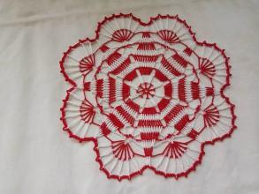 Dekorácie - Háčkovaná čipka dekorace - 9572433_