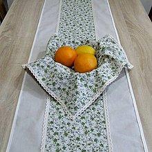 Úžitkový textil - Drobné zelené ružičky na režnej(1) - stredový obrus - 9571515_