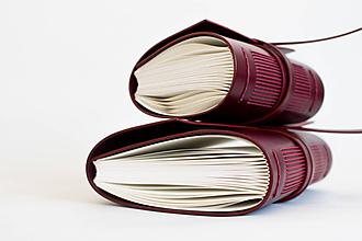 Papiernictvo - Ručne viazaný kožený zápisník Renáta - 9571204_