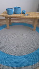 Úžitkový textil - Ručne háčkovaný koberec - šedá, azúrovo modrá - 9572238_
