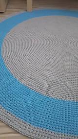 Úžitkový textil - Ručne háčkovaný koberec - šedá, azúrovo modrá - 9572239_
