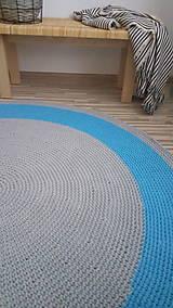 Úžitkový textil - Ručne háčkovaný koberec - šedá, azúrovo modrá - 9572243_