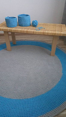 Úžitkový textil - Ručne háčkovaný koberec - šedá, azúrovo modrá - 9572236_