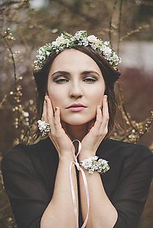 Náramky - Nežný kvetinový náramok - 9578247_