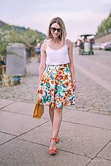 Pestrofarebná kruhová sukňa