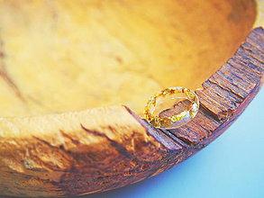 Prstene - Číry prstienok so zlatými glitrami - 9577084_