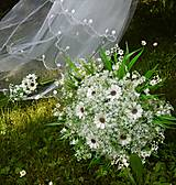 Dekorácie - svadobná kytica: margarétky s konvalinkami - 9579195_