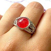 Prstene - Antique Red Jade Ring / Starostrieborný prsteň s červeným jadeitom /0198 - 9578777_