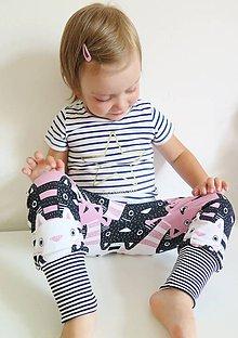 Detské oblečenie - tepláky z biobavlny Zvedavé mačiatka (ružové) - 9581498_