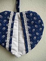Úžitkový textil - Srdiečková chňapka (modro-biela) - 9581497_