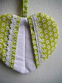 Úžitkový textil - Srdiečková chňapka (zeleno-biela) - 9581518_