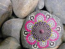 Dekorácie - Ružovofialový kvietok - Na kameni maľované - 9581377_