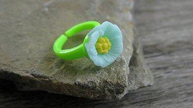 Detské doplnky - Detský plastový prsteň s kvietkom - 9580215_