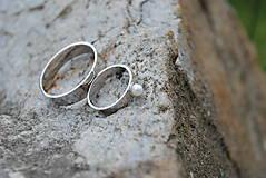 Prstene - Obrúčky tepané s perlou - 9581714_