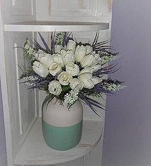 Dekorácie - Kytica z bielych tulipánov s vázou - 9584123_