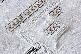 Úžitkový textil - Vôňa fialiek - folk vyšívané prestieranie - 9583976_
