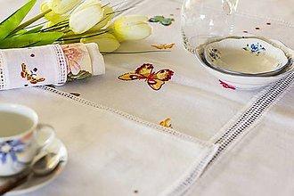 Úžitkový textil - Motýlie šepoty - vyšívané prestieranie - 9584003_