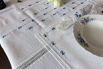 Úžitkový textil - Modrý encián - folk vyšívané prestieranie - 9584013_