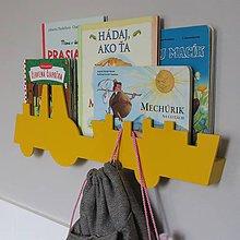 Nábytok - nástenný vešiak/polička 'na traktore' žltý - 9586219_