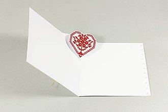Papiernictvo - Srdce na dlani - vyšívaný pozdrav - 9585542_