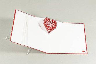 Papiernictvo - Srdce na dlani II - vyšívaný pozdrav - 9585544_