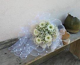 Dekorácie - svadobná kytica: mini gerberky v záplave konvaliniek - 9590154_