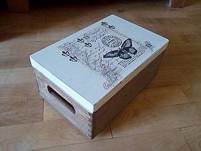 Nábytok - vintage motýľ debnička morená - 9588126_