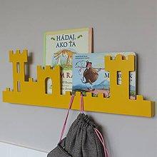 Nábytok - nástenný vešiak/polička 'na hrade' žltý - 9589405_