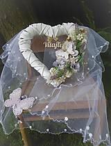 Dekorácie - Biele závesné srdce s levanduľou, s nápisom Vitajte - 9593571_