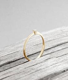 Prstene - 585/14k zlatý zásnubný prsteň s prírodným diamantom 2mm, G, VS - 9593807_