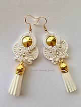 Ručne šité šujtášové náušniče / Soutache earrings  - Swarovski (Evelin - biela/zlatá)