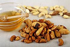 Potraviny - Pečené orechy s medom - 9592667_