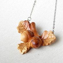 Náhrdelníky - Na dube - drevený prívesok - 9596230_