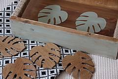 Nábytok - Podnos z dreva s lístkami - 9595806_