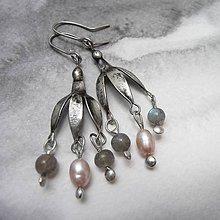 Náušnice - Kvietky na uši - s ružovou perlou - 9596354_