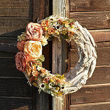 Dekorácie - Veniec s ružami - 9597900_