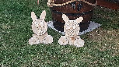 Dekorácie - Zajačik drevena dekoracia - 9599277_