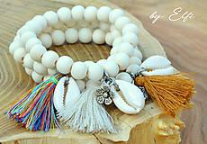 """Náramky - """"Bohochic"""" náramky z drevených korálok (maslová farba) (béžový strapec,kvetinka) - 9598936_"""